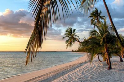 HIRDETÉS - Bahamáktól Vatikánig - ahogy egy utazó ügyvéd látja a világot
