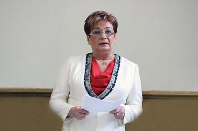 Nők a pályán – Sorozatunk hazai ügyvédnőkről - A sásdi kinyilatkoztatástól  a pécsi kamara elnöki székéig -  Bemutatjuk dr. Leposa Mariannát