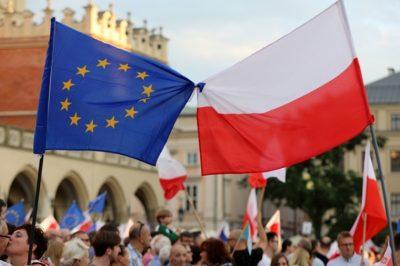 Elég! Törvényen kívül helyzete a lengyel alkotmánybíróságot az Európai Parlament