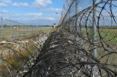 Évente öt-tíz elítélt vagy letartóztatásban levő fogvatartott kísérel meg öngyilkosságot