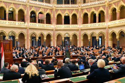 Őszig meghosszabbították a koronavírus-járvány elleni védekezésről szóló törvény hatályát - Határozatdömping