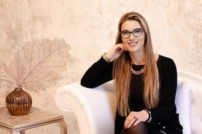 Nők a pályán  - Sorozatunk hazai ügyvédnőkről -  Dr. Hircsu Krisztina, Miskolc: Minden ügyből a lehető legjobbat kell kihozni, még akkor is, ha fiatal vagy, nő vagy, és hosszú szőke a hajad