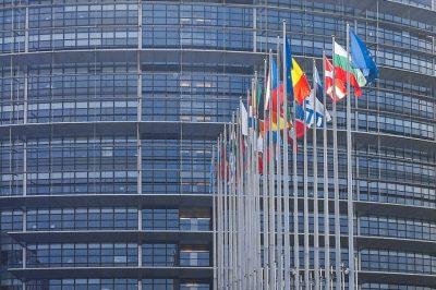 Néven kell nevezni az EP szerint az adóparadicsomokat  - A fő probléma állítólag: Luxemburg