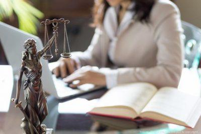 Fiatal ügyvédnők szakmáról, hivatásról, napi életről - a járvány idején