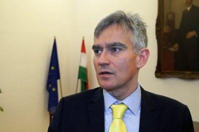 Helyre tette a bíróságot nettó hazaárulással vádoló Deutch Tamást az OBH elnöke, dr. Senyei György