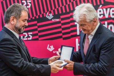 Átadták az idei Jedlik Ányos-díjakat – Kitüntetést kapott Szecskay András ügyvéd, a MÜK elnökhelyettese