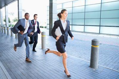 Különös végeredménnyel zárult a Kúrián egy ingatlan többszöri eladása: (verseny)futás a földhivatalba!