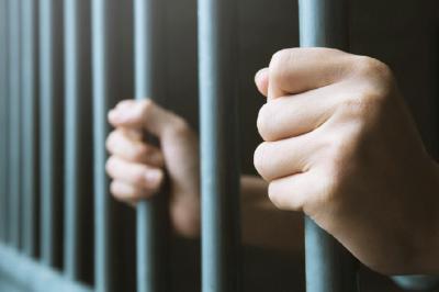 Fegyházra ítéltek egy ügyészt fenyegető férfit