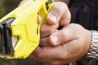 Ősztől már a magyar rendőrök is használhatnak elektromos sokkolót