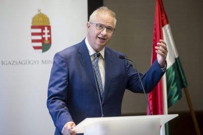 A Fidesz európai parlamenti (EP-) képviselőcsoportja kiáll a nemzeti alkotmányok védelmében – szögezte le dr. Trócsányi László