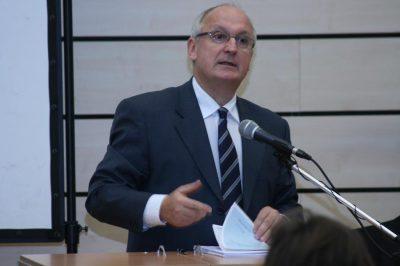 Nyugdíjba megy dr. Baka András