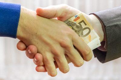 Illetékmentes a testvérek közötti öröklés, ajándékozás – megszavazta a Parlament