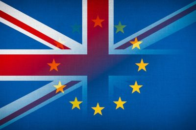 Még egy évig kérhetnek letelepedési engedélyt a Nagy-Britanniában élő EU-állampolgárok