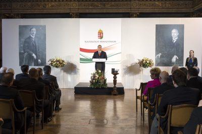 Politikai indíttatású támadások érik az EU részéről a magyar jogot - osztotta meg véleményét a miniszterelnök az ország csúcsvezető jogászai előtt