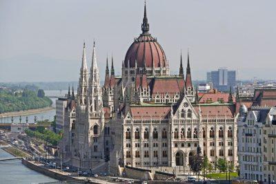 A bírósági átalakítás elhalasztásáról szóló törvénytervezetet nyújtott be a kormány