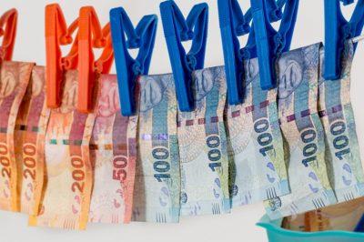 Több száz millió forintos pénzmosást lepleztek le Szolnokon – Ügyvéd is van a gyanúsítottak közt